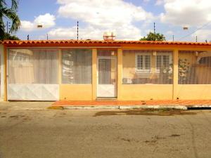 Casa En Venta En Cabudare, Parroquia Agua Viva, Venezuela, VE RAH: 16-15673
