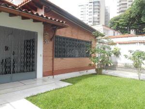 Casa En Venta En Caracas - La Floresta Código FLEX: 16-15797 No.4