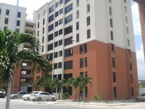 Apartamento En Venta En Maracay, Bosque Alto, Venezuela, VE RAH: 16-15689