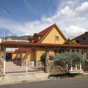 Casa En Venta En Municipio San Diego, Chalet Country, Venezuela, VE RAH: 16-15701