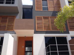 Townhouse En Venta En Maracaibo, Creole, Venezuela, VE RAH: 16-15710