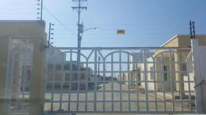 Townhouse En Venta En Ciudad Ojeda, Vargas, Venezuela, VE RAH: 16-15712