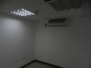 Oficina En Alquiler En Caracas En El Cafetal - Código: 16-15717