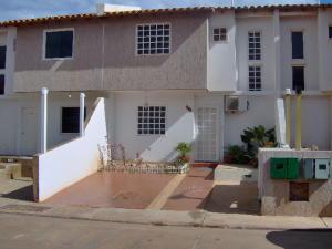 Townhouse En Venta En Margarita, Avenida Juan Bautista Arismendi, Venezuela, VE RAH: 16-15825