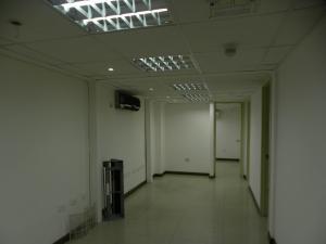 Oficina En Alquiler En Caracas En El Cafetal - Código: 16-15733