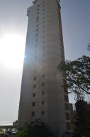 Apartamento En Venta En Catia La Mar, Playa Grande, Venezuela, VE RAH: 16-15695