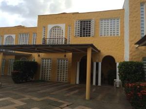 Townhouse En Venta En Valencia, Trigal Norte, Venezuela, VE RAH: 16-15945