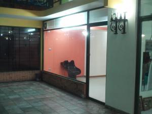 Local Comercial En Alquiler En Valencia, Avenida Bolivar Norte, Venezuela, VE RAH: 16-15764