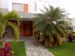 Casa En Venta En Valencia, Lomas Del Country, Venezuela, VE RAH: 16-15836