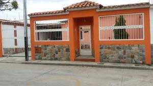 Casa En Venta En San Joaquin, La Castellana, Venezuela, VE RAH: 16-15845