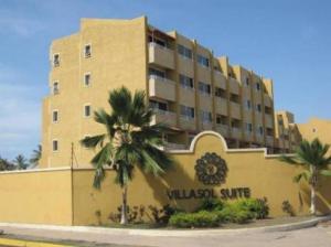 Apartamento En Venta En Lecheria, Complejo Turistico El Morro, Venezuela, VE RAH: 16-15848