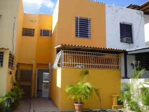 Casa En Venta En Guarenas, Altos De Copacabana, Venezuela, VE RAH: 16-15868