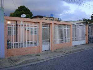 Casa En Venta En Maracay, Campo Alegre, Venezuela, VE RAH: 16-15882