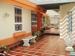 Casa En Venta En Maracaibo, Rosal Sur, Venezuela, VE RAH: 16-15917