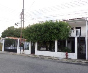 Casa En Venta En Maracay, Los Samanes, Venezuela, VE RAH: 16-15934