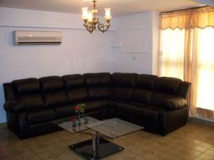 Apartamento En Venta En Maracaibo, Santa Rita, Venezuela, VE RAH: 16-15938
