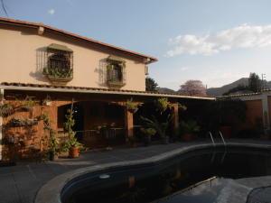 Casa En Venta En Maracay, El Limon, Venezuela, VE RAH: 16-15951