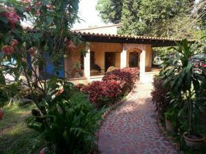 Terreno En Venta En Municipio Miguel Peña, Lomas Del Funval, Venezuela, VE RAH: 16-15971