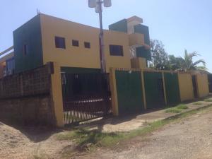 Apartamento En Venta En Higuerote, Club Campestre El Paraiso, Venezuela, VE RAH: 16-15976