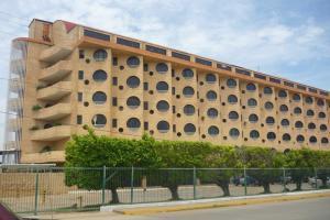 Apartamento En Venta En Chichiriviche, Malecon, Venezuela, VE RAH: 16-16039