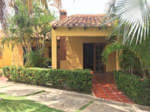 Casa En Venta En Chichiriviche, Flamingo, Venezuela, VE RAH: 16-15987
