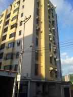 Apartamento En Venta En Valencia, Santa Cecilia, Venezuela, VE RAH: 16-15993