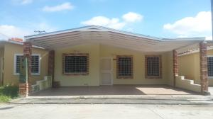 Casa En Venta En Acarigua, Bosques De Camorucos, Venezuela, VE RAH: 16-16026