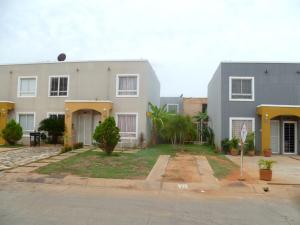 Townhouse En Venta En Maracaibo, Via La Concepcion, Venezuela, VE RAH: 16-16059