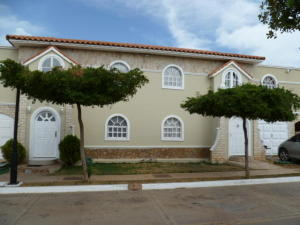 Townhouse En Ventaen Maracaibo, Avenida Milagro Norte, Venezuela, VE RAH: 16-16068