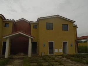 Townhouse En Venta En Municipio San Diego, Monteserino, Venezuela, VE RAH: 16-16457