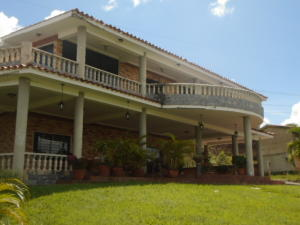 Casa En Venta En Valencia, Safari Country Club, Venezuela, VE RAH: 16-16426