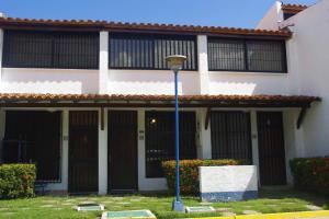 Apartamento En Venta En Higuerote, Agua Sal, Venezuela, VE RAH: 16-16219