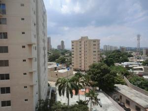 Apartamento En Venta En Maracaibo, Valle Frio, Venezuela, VE RAH: 16-16218