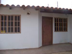 Casa En Venta En Punto Fijo, Puerta Maraven, Venezuela, VE RAH: 16-16227