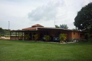 Casa En Venta En Valencia, Safari Country Club, Venezuela, VE RAH: 16-16267