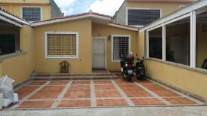 Casa En Venta En Guatire, Guatire, Venezuela, VE RAH: 16-16275