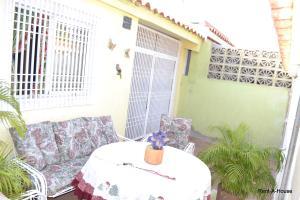 Casa En Venta En Maracaibo, San Jacinto, Venezuela, VE RAH: 16-16288
