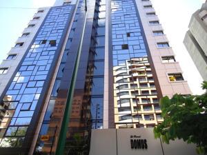 Apartamento En Venta En Caracas, El Rosal, Venezuela, VE RAH: 16-16323