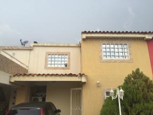 Apartamento En Venta En Ciudad Ojeda, Cristobal Colon, Venezuela, VE RAH: 16-16334