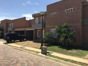 Townhouse En Venta En Punto Fijo, Las Virtudes, Venezuela, VE RAH: 16-16362
