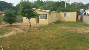 Casa En Venta En Santa Rita, Via Principal, Venezuela, VE RAH: 16-16374