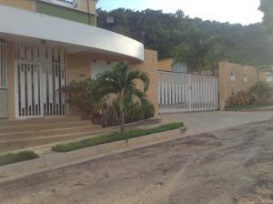 Townhouse En Venta En Valencia, El Parral, Venezuela, VE RAH: 16-16419