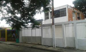 Casa En Venta En Municipio Los Guayos, Paraparal, Venezuela, VE RAH: 16-16417