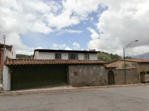 Casa En Venta En Caracas, La Lagunita Country Club, Venezuela, VE RAH: 16-16435