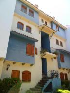 Apartamento En Venta En Lecheria, Complejo Turistico El Morro, Venezuela, VE RAH: 16-16440
