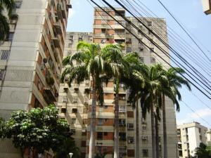 Apartamento En Venta En Maracay, Avenida Ayacucho, Venezuela, VE RAH: 16-16484