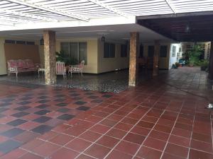 Townhouse En Venta En Maracaibo, Los Olivos, Venezuela, VE RAH: 16-16552