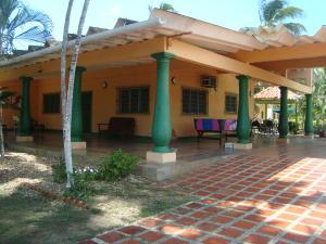 Casa En Venta En Tucacas, Morrocoy, Venezuela, VE RAH: 16-16680