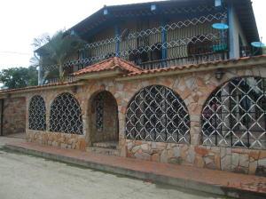 Casa En Venta En Municipio Carlos Arvelo, Central Tacarigua, Venezuela, VE RAH: 16-16556