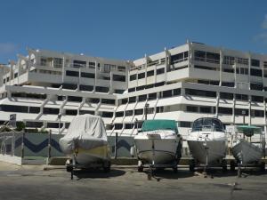 Apartamento En Venta En Tucacas, Tucacas, Venezuela, VE RAH: 16-16944
